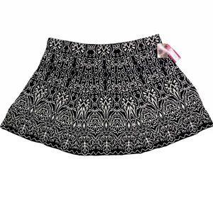Xhilaration Creme Brûlée Black & White Flair Skirt